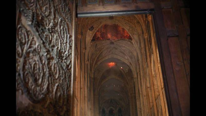 Παναγία των Παρισίων Οι πρώτες εικόνες από το εσωτερικό του καθεδρικού μετά τη φωτιά