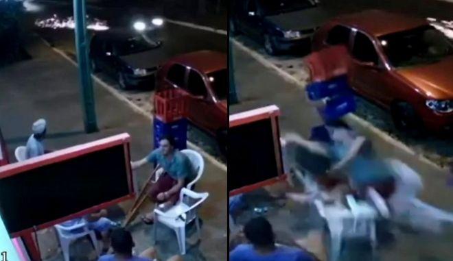 """Απίστευτο βίντεο: Τον χτύπησε """"αδέσποτη"""" ρόδα αυτοκινήτου, ενώ έπινε το ποτό του"""