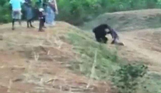 Πήγε να βγάλει selfie με την αρκούδα και τον έφαγε