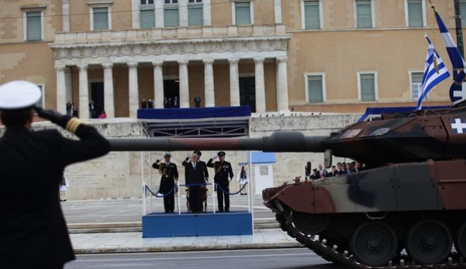 Η στρατιωτική παρέλαση. Live Εικόνα