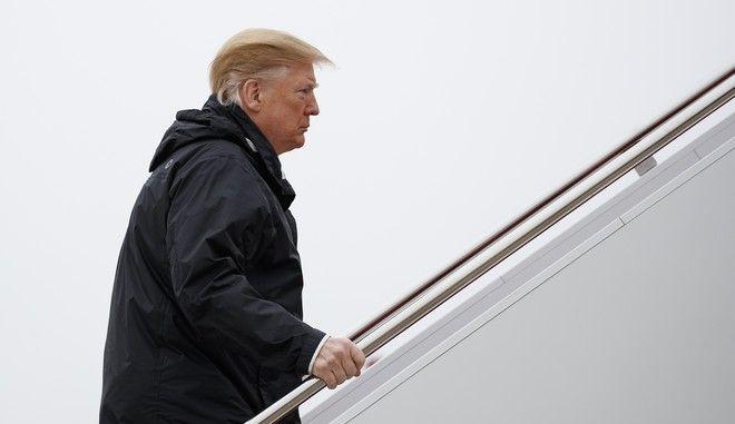 Ο Ντόναλντ Τραμπ κατά την επιβίβαση στο Air Force One
