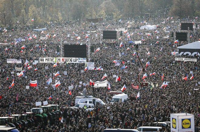 Μεγάλη διαδήλωση κατά του πρωθυπουργού και του προέδρου της Τσεχίας