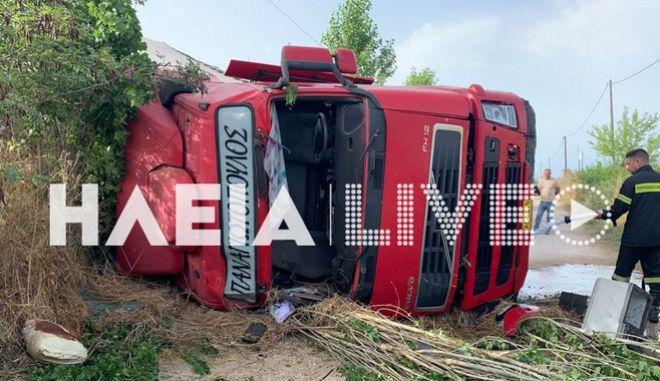 Ανατροπή νταλίκας στην Πατρών-Πύργου - Τραυματίστηκε ο οδηγός