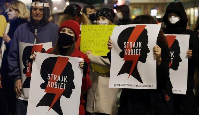 Διαδηλώσεις στην Πολωνία για την απαγόρευση των αμβλώσεων
