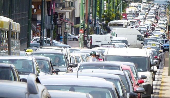 Κίνηση στην Αθήνα (EUROKINISSI/ΓΙΩΡΓΟΣ ΚΟΝΤΑΡΙΝΗΣ)
