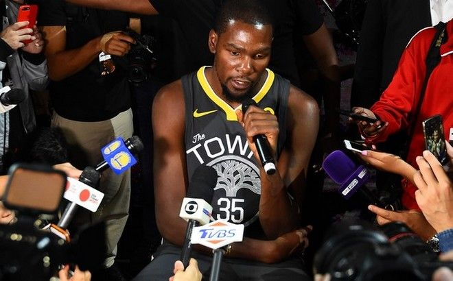 LOS ANGELES, CA - SEPTEMBER 15:  Kevin Durant #35 of the Golden State Warriors speaks to the media during the Nike Innovation Summit in Los Angeles, California on September 15, 2017. NOTE TO USER: User expressly acknowledges and agrees that, by downloading and or using this photograph, User is consenting to the terms and conditions of the Getty Images License Agreement. Mandatory Copyright Notice: Copyright 2017 NBAE (Photo by Andrew D. Bernstein/NBAE via Getty Images)