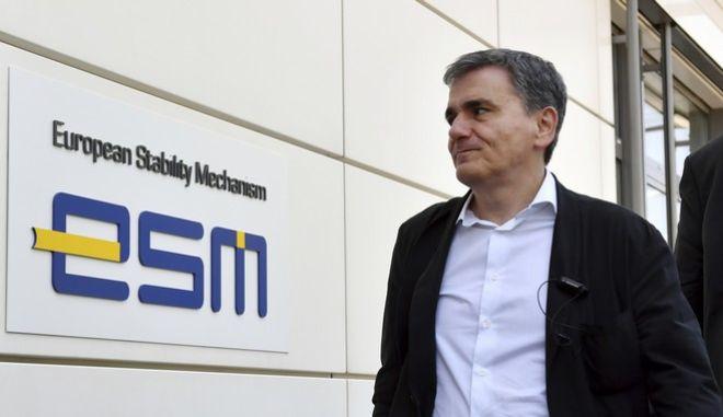 Ο υπουργός Οικονομικών Ευκλείδης Τσακαλώτος στα γραφεία του Ευρωπαϊκού Μηχανισμού Σταθερότητας στο Λουξεμβούργο