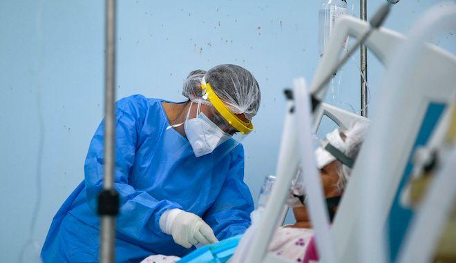 Νοσοκόμα σε Μονάδα Εντατικής Θεραπείας covid-19