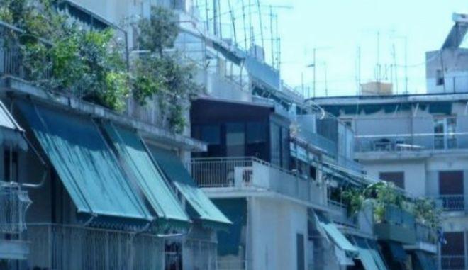 Νεκρός για μέρες σε φωταγωγό πολυκατοικίας στην Κυψέλη