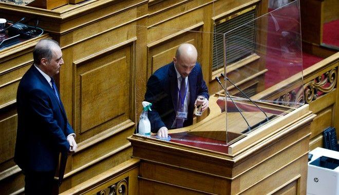 Έφυγε για να ξαναγυρίσει: Βουλευτής της Ελληνικής Λύσης παραιτήθηκε για λίγες ώρες