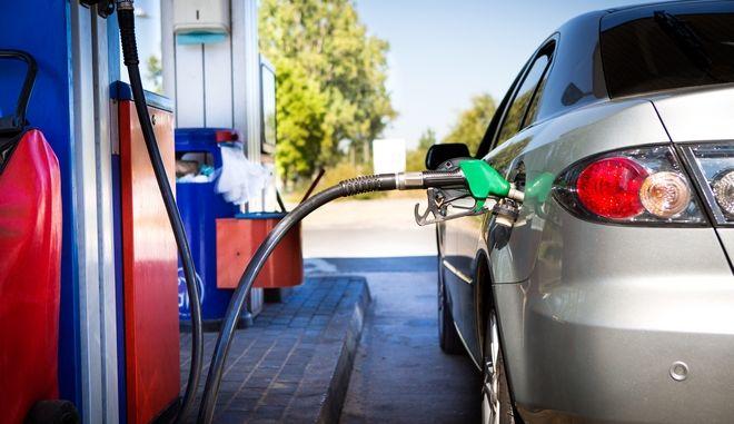 """Βενζίνη: Αυξήσεις """"φωτιά"""" στις τιμές όλο το καλοκαίρι - Γιατί συμβαίνει"""