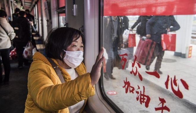 Γυναίκα σε τρένο στην Κίνα