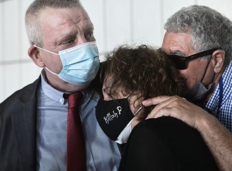 Δίκη Χρυσής Αυγής: Η στιγμή που η Μάγδα Φύσσα φτάνει στο Εφετείο - Κοινωνία    News 24/7