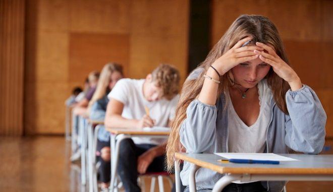 Oι Πανελλαδικές εξετάσεις δεν είναι το τέλος, αλλά η αρχή για ό,τι μπορεί να επιφυλάξει το μέλλον των μαθητών.