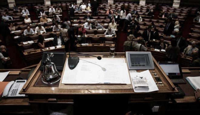 Κατατέθηκε στη Βουλή το παράλληλο πρόγραμμα του ΣΥΡΙΖΑ