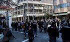 Κόσμος σε δρόμο της Λάρισας, αμέσως μετά τον ισχυρό σεισμό