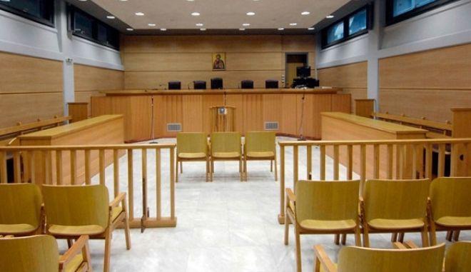 Ποινική δίωξη για εκβίαση και ξέπλυμα βρόμικου χρήματος σε πρώην οικονομικό επιθεωρητή