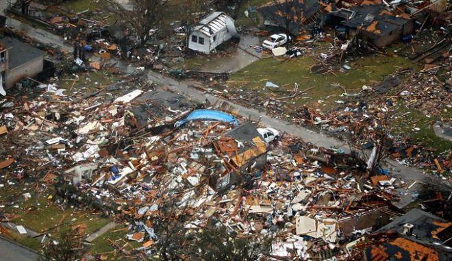ΗΠΑ: Εικόνες ισοπέδωσης. Τουλάχιστον 41 νεκροί από καταιγίδες και ανεμοστρόβιλους