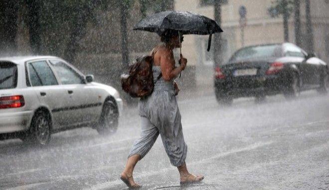 Σποραδικές βροχές και καταιγίδες την Κυριακή