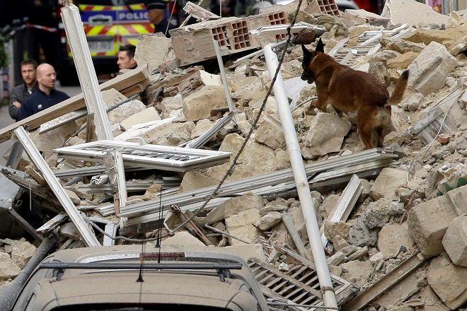 Συντρίμμια μετά την κατάρρευση δύο κτιρίων στη Μασσαλία