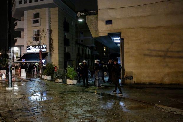 Επίθεση με μολότοφ από ομάδα  αγνώστων στην έδρα των ΜΑΤ στη Καισαριανή, Τρίτη 11 Δεκεμβρίου 2018.(EUROKINISSI/ΣΤΕΛΙΟΣ ΜΙΣΙΝΑΣ)
