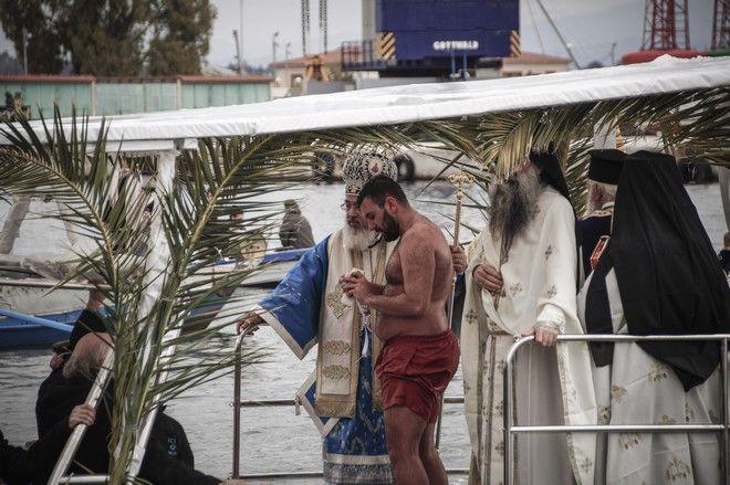 Τελετή του Αγιασμού των Υδάτων στην πρέβεζα το Σάββατο 6 Ιανουαρίου 2017. (EUROKINISSI/ΓΙΩΡΓΟΣ ΕΥΣΤΑΘΙΟΥ)