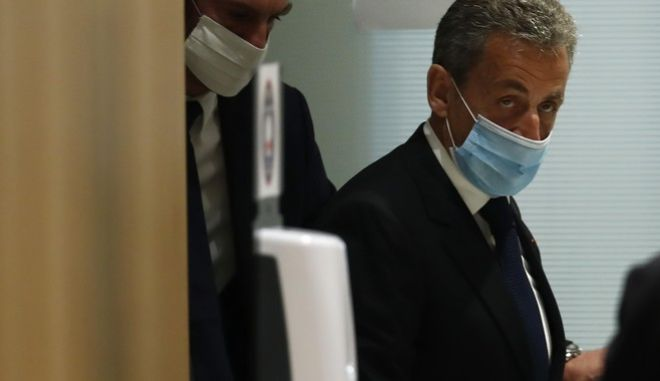 Σε τριετή φυλάκιση καταδίκασε Δικαστήριου του Παρισιού τον Νικολά Σαρκοζί για διαφθορά
