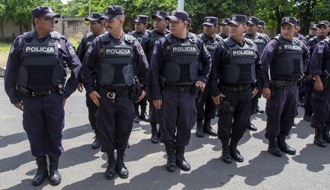 Σκάνδαλο στο Ελ Σαλβαδόρ: Συλλήψεις 22 φερόμενων ως πληρωμένων δολοφόνων - Οι μισοί είναι αστυνομικοί