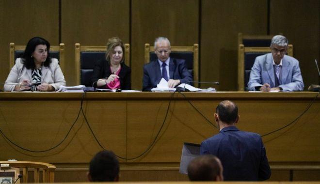 Στιγμιότυπο από τη δίκη της Χρυσής Αυγής
