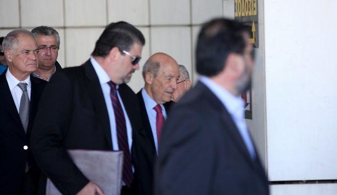 Ο πρώην πρωθυπουργός Κώστας Σημίτης φθάνει στο Πενταμελές Εφετείο Κακουργημάτων, όπου καταθέτει ως μάρτυρας στην δίκη του Άκη Τσοχατζόπουλου για την υπόθεση των παράνομων αμοιβών που φέρεται να έλαβε για τις συμβάσεις προμήθειας των υποβρυχίων και των TOR M1, την Τετάρτη 29 Απριλίου 2015. (EUROKINISSI/ΑΛΕΞΑΝΔΡΟΣ ΖΩΝΤΑΝΟΣ)