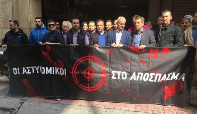 Συγκέντρωση διαμαρτυρίας αστυνομικών στο ΑΤ Ομόνοιας