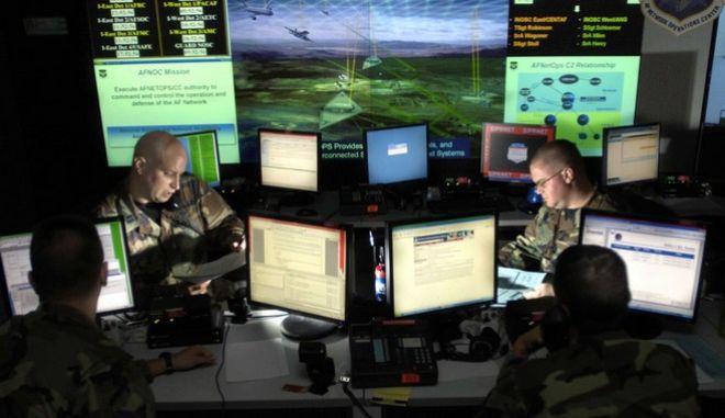 Τη βοήθεια των χάκερ ζητά το Πεντάγωνο για τη λύση των προβλημάτων στην ασφάλεια