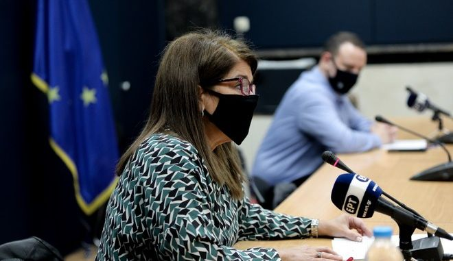 Ενημέρωση για την επιδημία κορονοϊού από τα μέλη της Επιτροπής Εμεπιρογνωμόνων, Γκίκα Μαγιορκίνη και Βάνα Παπαευαγγέλου.