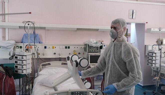 Νοσηλευτής σε νοσοκομείο