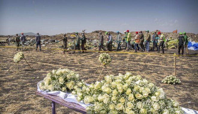 Στιγμιότυπο από το σημείο της συντριβής του Boeing 737 ΜΑΧ της Ethiopian Airlines