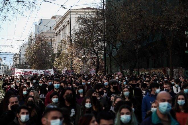 Συγκέντρωση φοιτητών στα Προπύλαια ενάντια στο νέο εκπαιδευτικό νομοσχέδιο