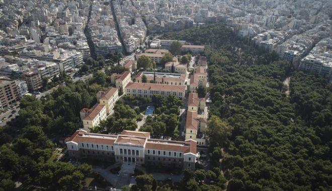 Αεροφωτογραφία από την περιοχή του Πεδίου του Άρεως, όπου διακρίνονται τα δικαστήρια της οδού Ευελπίδων