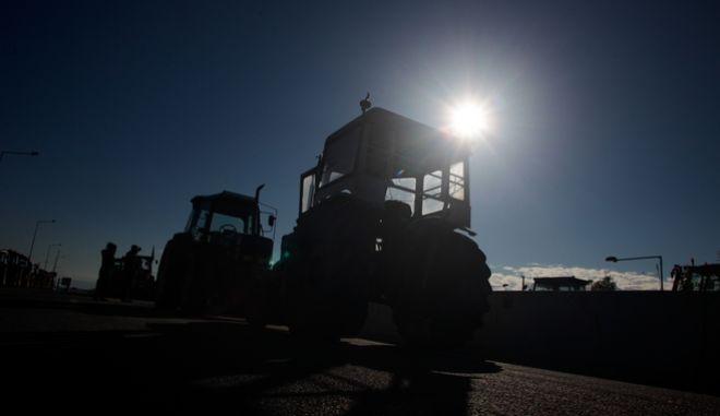 Μπλόκο των αγροτών στο ύψος της Καρδίτσας, την Δευτέρα 17 Δεκεμβρίου 2018