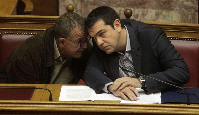 """""""Ώρα του Πρωθυπουργού"""", στην Βουλή, την Παρασκευή 30 Οκτωβρίου 2015. Ο πρωθυπουργός ΑΛέξης Τσίπρας απάντησε σε επίκαιρη ερώτηση του βουλευτή της Νέας Δημοκρατίας, Γιώργου Κουμουτσάκου, σχετικά με την προσφυγική/μεταναστευτική πολιτική της χώρας. (EUROKINISSI/ΓΙΩΡΓΟΣ ΚΟΝΤΑΡΙΝΗΣ)"""