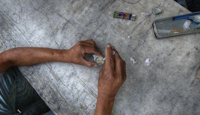 ΟΗΕ: Ένας στους τέσσερις θανάτους από ναρκωτικά στις ηλικίες 15-19 ετών