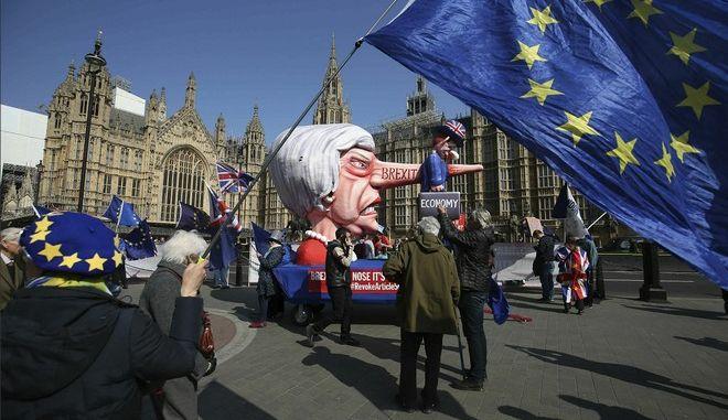 "Brexit: Παραμένει το αδιέξοδο - ""Όχι"" από τη Βουλή των Κοινοτήτων σε όλες τις εναλλακτικές της Συμφωνίας Αποχώρησης"
