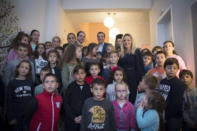 Ο Τσίπρας έπαιξε ποδόσφαιρο με τα παιδιά της 'Αποστολής' στα Ιωάννινα