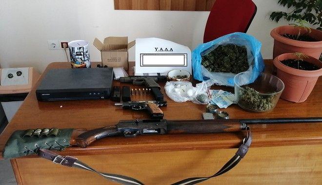 Δυτική Αττική: Έφοδοι για ναρκωτικά και άσκοπους πυροβολισμούς - Βρήκαν καρέκλα Εσκομπάρ