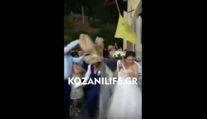 Καβάλα: Ο γαμπρός έφαγε... 60 κιλά ρύζι στο κεφάλι
