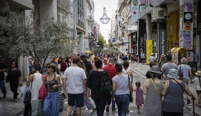 Ανοικτά καταστήματα στην οδό Ερμού