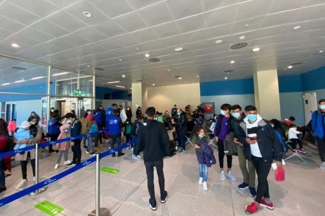Αναχώρησε η πρώτη απευθείας πτήση από τη Λέσβο για τη Γερμανία με 116 αναγνωρισμένους πρόσφυγες