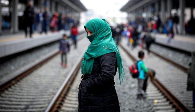 Πρόσφυγας στο σταθμό Λαρίσης