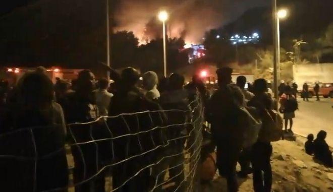 Φωτιά στο κέντρο υποδοχής μεταναστών στη Σάμο