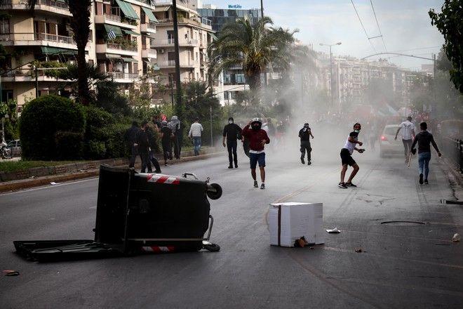 Χημικά και νερό από την αύρα της αστυνομίας στην πορεία πρoς την Ισραηλινή Πρεσβεία, που πραγματοποίησαν σήμερα το απόγευμα οργανώσεις της αριστεράς και Παλαιστινίων που ζουν στην Αθήνα
