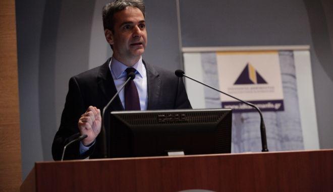 Χαιρετισμός του προέδρου της Νέας Δημοκρατίας Κυριάκου Μητσοτάκη, στην εκδήλωση που διοργανώνουν το  Ινστιτούτο Δημοκρατίας Κωνσταντίνος Καραμανλής και ο Τομέας Εργασίας, Κοινωνικής Ασφάλισης και Πρόνοιας της Νέας Δημοκρατίας, για την Κοινωνική Ασφάλιση, με θέμα: «Για ένα βιώσιμο Ασφαλιστικό Σύστημα στην Ελλάδα». Η  θα πραγματοποιηθεί στην αίθουσα εκδηλώσεων του Εμπορικού και Βιομηχανικού Επιμελητηρίου Αθηνών, Πέμπτη 10 Μαρτίου 2016. (EUROKINISSI/ΓΙΑΝΝΗΣ ΠΑΝΑΓΟΠΟΥΛΟΣ)